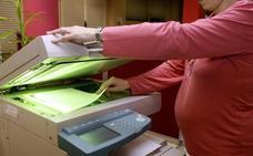 Una trabajadora denuncia a la empresa que la despidió tras pedir una reducción de jornada por maternidad