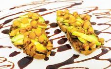 Tostadas con aguacate y garbanzos caramelizados en tiempo exprés