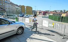 Aún faltan por retirar cuarenta coches del aparcamiento provisional de la calle Alta