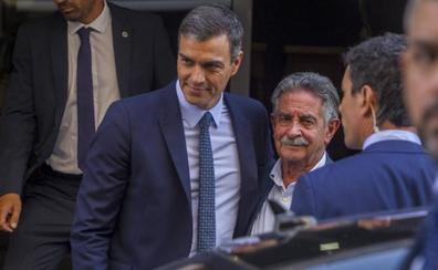 Sánchez promete a Revilla una fórmula para «no asfixiar» a Cantabria con los recortes