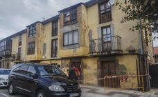 El Ayuntamiento de Torrelavega ordena reparar el edificio vallado por seguridad en Torres