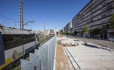 El parque que ocupa el solar de las antiguas naves de FEVE estará concluido este mes