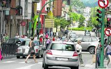 Los no residentes podrán seguir aparcando en los barrios hasta que haya alternativas