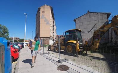 La obra de la nueva plaza se paraliza tras la aparición de cables eléctricos