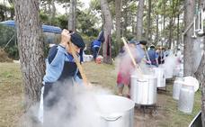 Miles de barquereños disfrutan del sorropotún en la fiesta del Mozucu