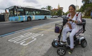 «Es muy injusto que el autobús me deje tirada porque voy en moto adaptada»