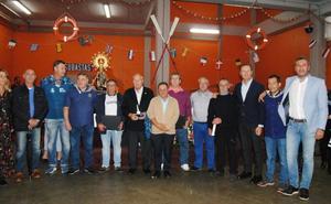 La Cofradía de Santoña reconoce el trabajo y la entrega de Manuel Vinatea