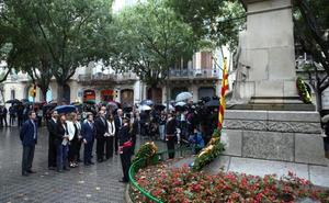 El himno español se cuela en la ofrenda floral de la Diada