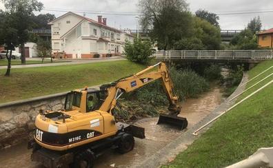 Polanco limpia el cauce del río Cabo para evitar inundaciones