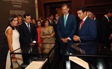 Los Reyes inauguran la exposición sobre la vuelta al mundo de Magallanes y Elcano en Sevilla