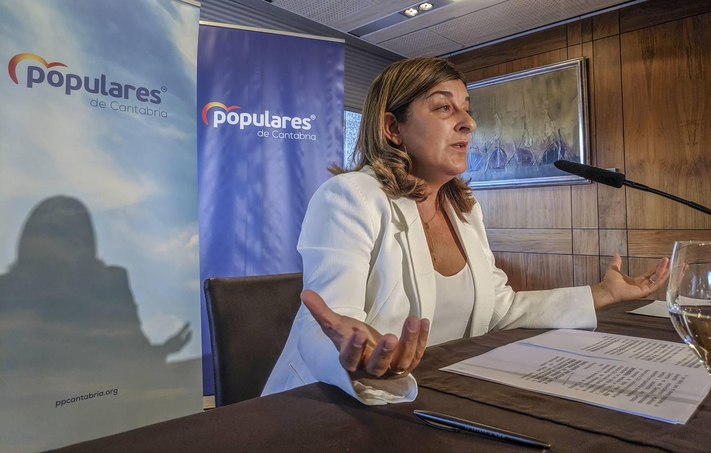 Buruaga: «En vez de gobernar, PRC y PSOE se dedican a dar abrazos a Sánchez»