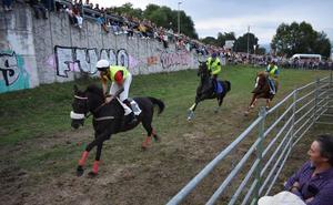 Multitudinaria carrera de caballos en Molledo