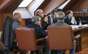 Ocho meses de prisión para los tres encargados del Puerto que se quedaron con 3.000 euros de la venta de chatarra