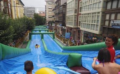 Torrelavega Se Divierte celebra este viernes su tercera edición con dos toboganes gigantes