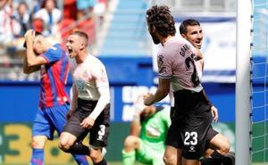 El Espanyol remonta en Ipurua y hunde en la tabla al Eibar