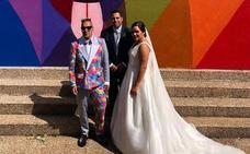 Okuda, el invitado de boda con más color