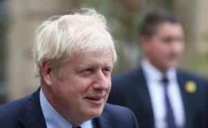 Los abucheos llevan a Johnson a anular su rueda de prensa con el primer ministro luxemburgués