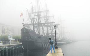 El Festival del Mar pliega sus velas envuelto en la niebla