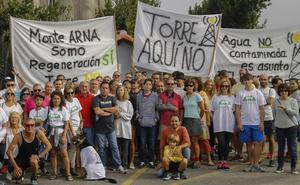 Ecologistas y vecinos unen fuerzas contra la antena de telefonía de Somo