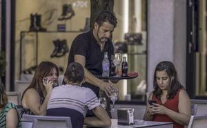 Hostelería quiere traer 400 camareros de Perú ante la escasa demanda de jóvenes
