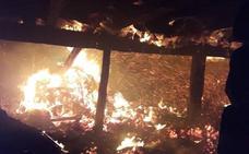 El fuego destruye una cuadra en Valdeprado del Río