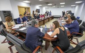 Revilla pide a patronal y sindicatos «más colaboración que nunca ante la complicada coyuntura»
