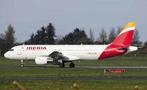 Condenan a Iberia a pagar 250 euros a una pasajera por cancelar el vuelo Madrid-Santander