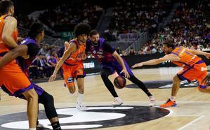 Mirotic y Claver llevan al Barça a la final