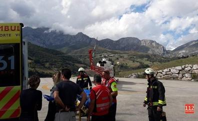 Evacuado en helicóptero un niño de tres años tras caerse en la estación superior del teleférico