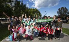 La afición del Racing llena Gijón