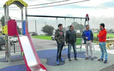 Enmedio dota al pueblo de Retortillo de una nueva zona de juegos infantiles
