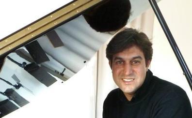 Los compositores cántabros suenan en el piano de Francisco San Emeterio