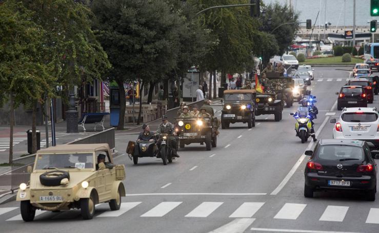 Las 'tropas' desfilan por Santander antes de la recreación del Día D