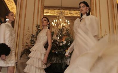 La santoñesa Ainara de Santamaría desfila en París para la diseñadora Juana Martín