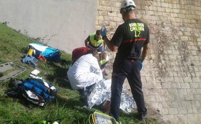 Herido grave un ciclista que cayó 10 metros en la presa del embalse del Ebro