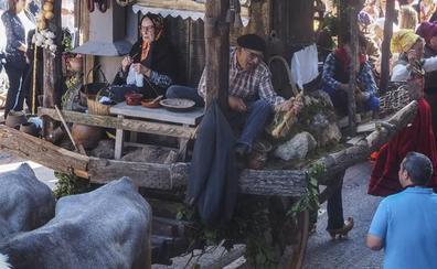 La carreta de Requejo 'En casa de mi agüela no falta de na' gana el concurso de carretas del Día de Campoo