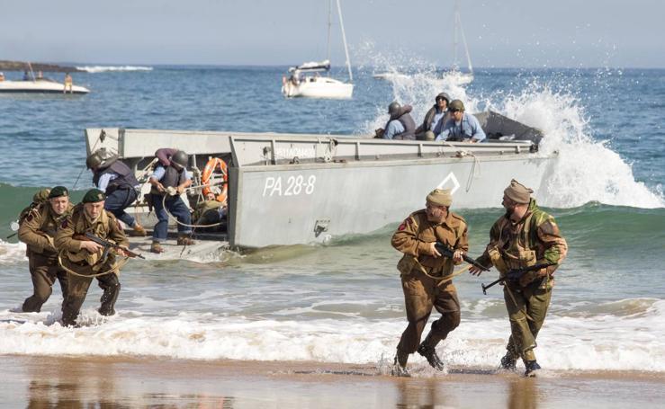 El Desemabarco de Normadía en Santander por tierra, mar y aire