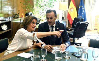 La ministra traslada a Blanco que el enclave de Vuelta Ostrera no está decidido