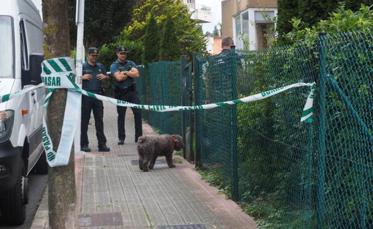 El perro 'Marley' inspecciona la casa de la detenida en Castro Urdiales