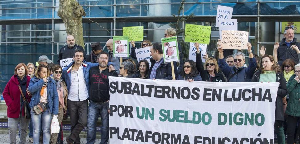 Los subalternos de Educación reanudan sus protestas en defensa de mejoras laborales