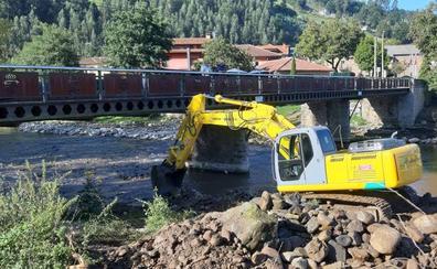 Los Corrales prepara sus ríos para la época de lluvias