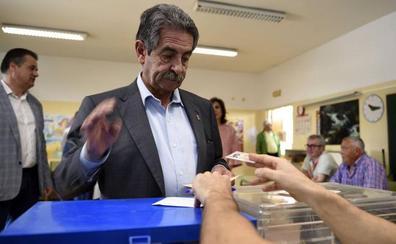 Revilla cree que en las elecciones saldrán reforzados PSOE y PP, y que Ciudadanos «se va a pegar un golpe morrocotudo»