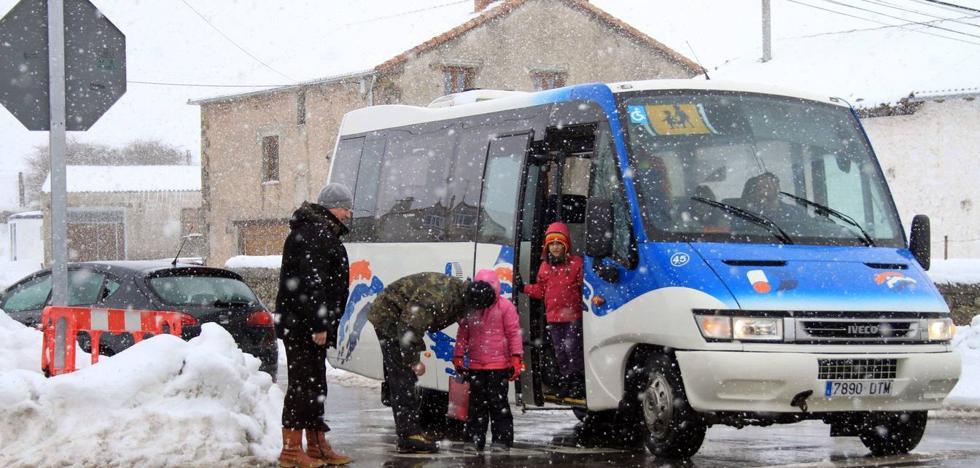 El Gobierno empleará el transporte escolar para ampliar la cobertura de viajeros en las zonas rurales