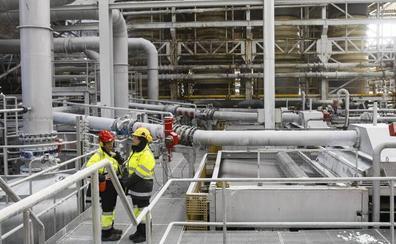 Los sindicatos reclaman a Solvay una reunión urgente por el futuro de la planta