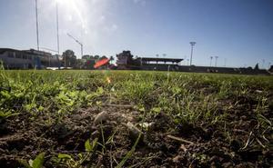 El PRC critica el lamentable estado del campo del complejo Ruth Beitia, «un auténtico patatal»