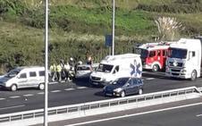 Una mujer herida en una colisión múltiple en la autovía