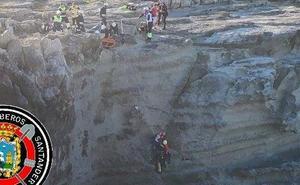 Rescatado un hombre que se cayó por los acantilados del Panteón del Inglés, en Cueto