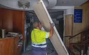 Tragsa comienza el desmantelamiento del Hotel Miramar de Castro Urdiales