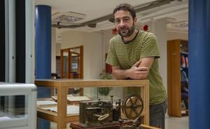 La Biblioteca pone cara a los emigrantes que viajaron de Santander a América