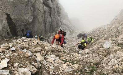 Los integrantes de Orza, en las cimas y canales más insólitos del Macizo Oriental de Picos